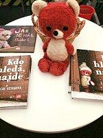 Jeden z vrcholů letošního Světa knihy - návštěva Červeného medvídka.