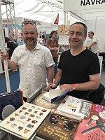 Spisovatel Martin Sichinger s ředitelem veletrhu Radovanem Auerem.