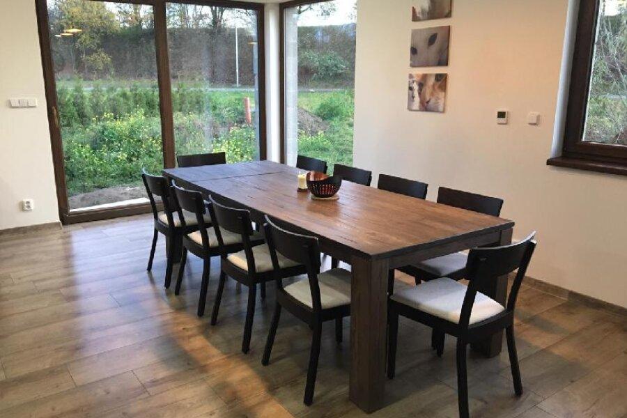 Kvalitní rozkládací jídelní stoly