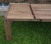 Masivní jídelní stůl - dub