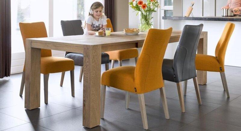 Péče o masivní dřevěný jídelní stůl