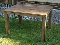 Nerozkládací dubový stůl v přírodním odstínu