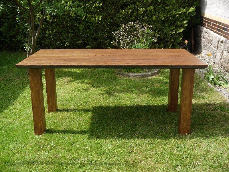 Nerozkládací dubový stůl v hnědém odstínu